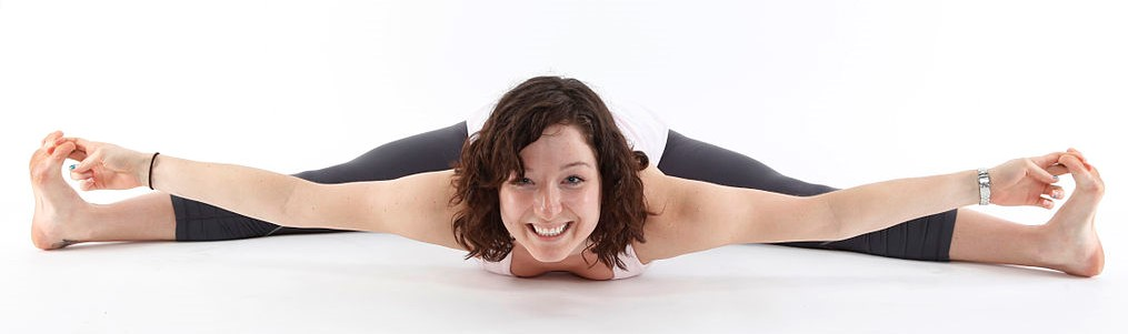 Hypermobile woman doing the splits